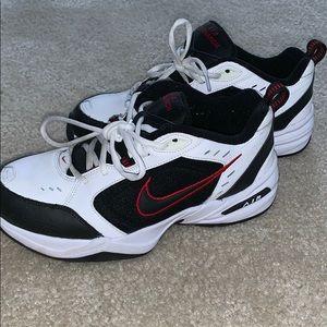 Men's Nike Air Monarch - 7.5 MEN's - like new